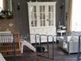 Links de verloskamer, en rechts huis van Geisha en de kids